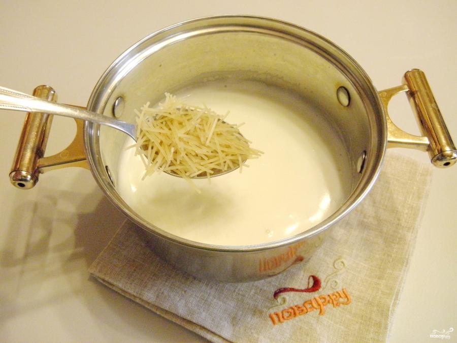Как сварить молочную лапшу с