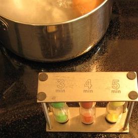 Вареные яйца - фото шаг 2