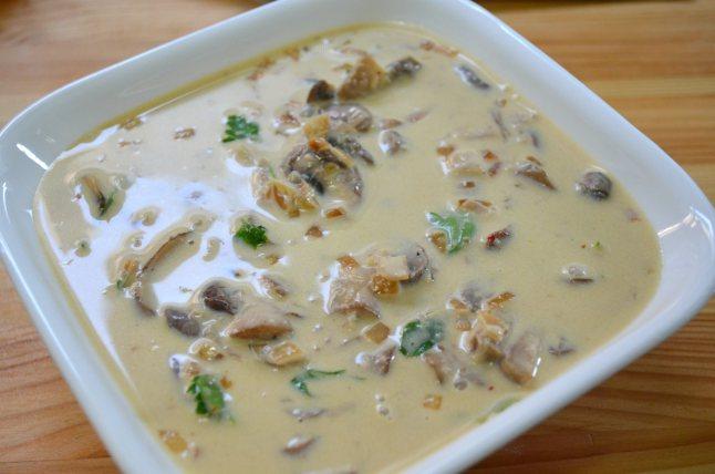 Курица под соусом с грибами - фото шаг 1