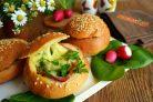 Горячие булочки с яйцом и сыром