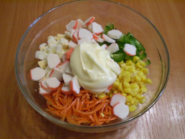 Салат с корейской морковкой и кукурузой - фото шаг 5