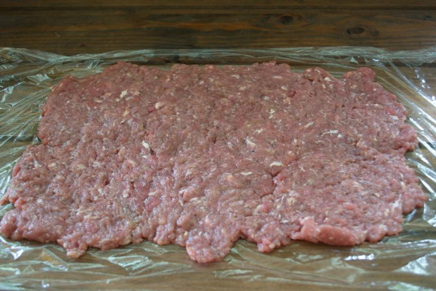 Мясной рулет с грибным соусом - фото шаг 3