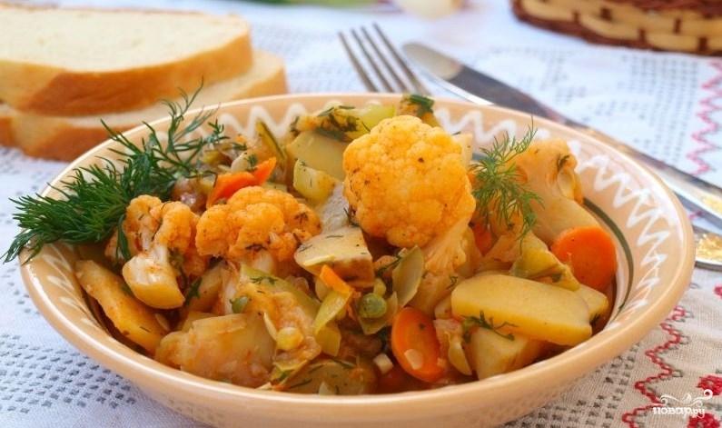 Овощное рагу с цветной капустой и картошкой