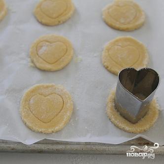 Печенье-валентинки из кукурузной муки - фото шаг 6