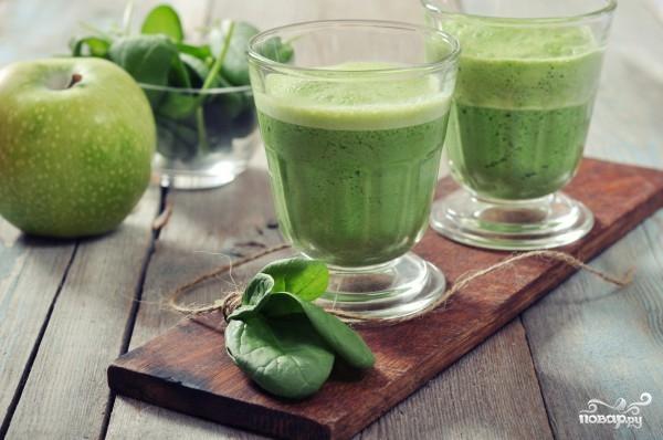 Зеленый коктейль с черносливом
