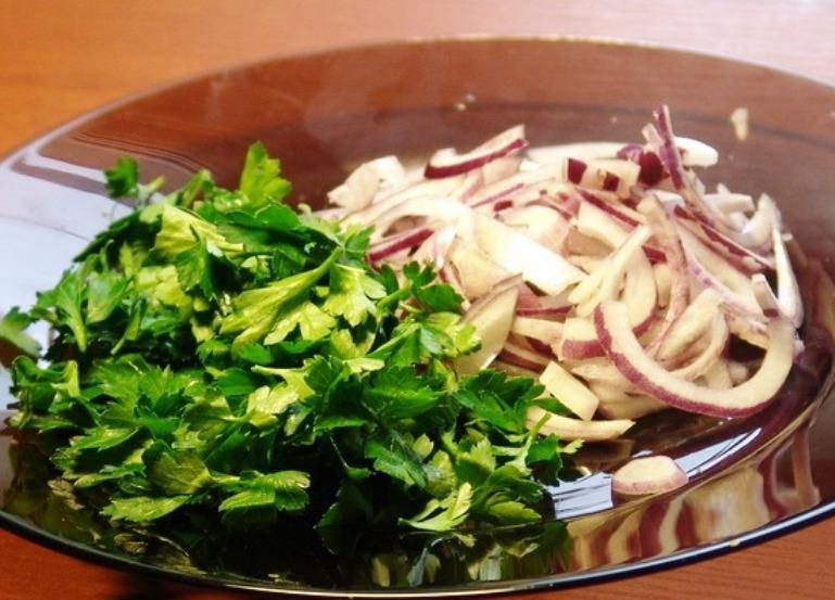 Рецепты салата из сельдерея с копченой курицей
