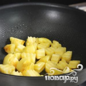 Курица с картофелем и тушеной колбасой - фото шаг 1