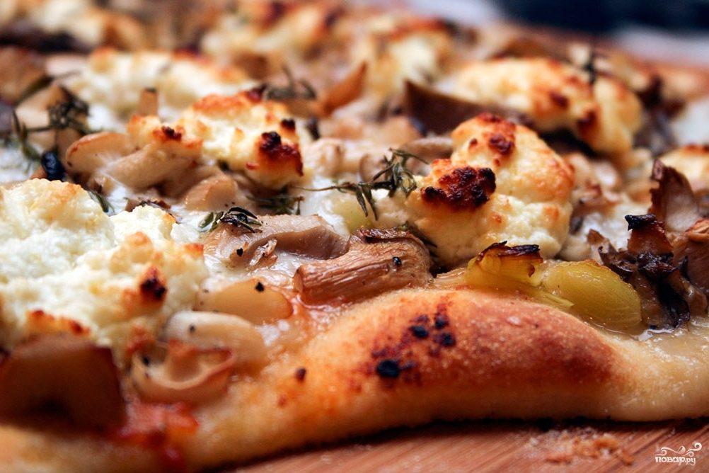 Пицца с солеными грибами