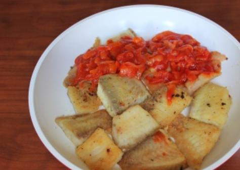 Рыба под томатным соусом - фото шаг 3