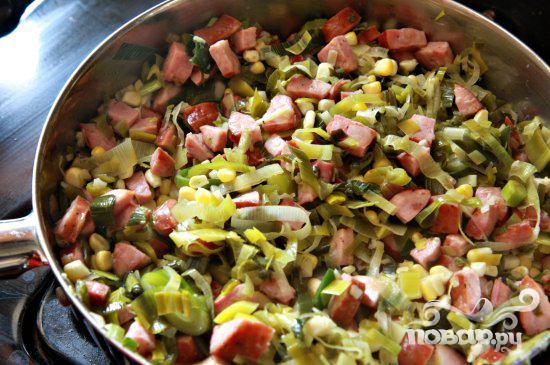 Пироги с креветками и колбасой - фото шаг 4