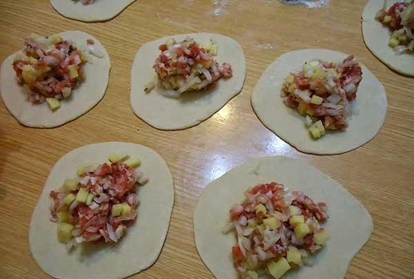 Рецепт манты с мясом и с картошкой с фото пошагово