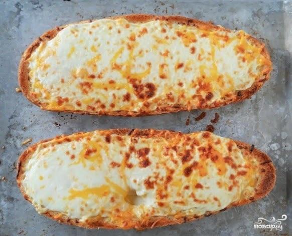 Хлеб с сыром и чесноком в духовке - фото шаг 6