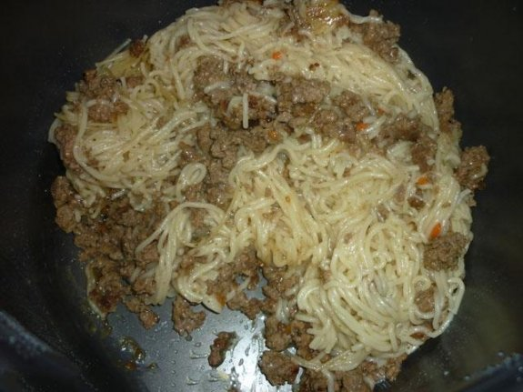 Спагетти с фаршем в мультиварке - фото шаг 3