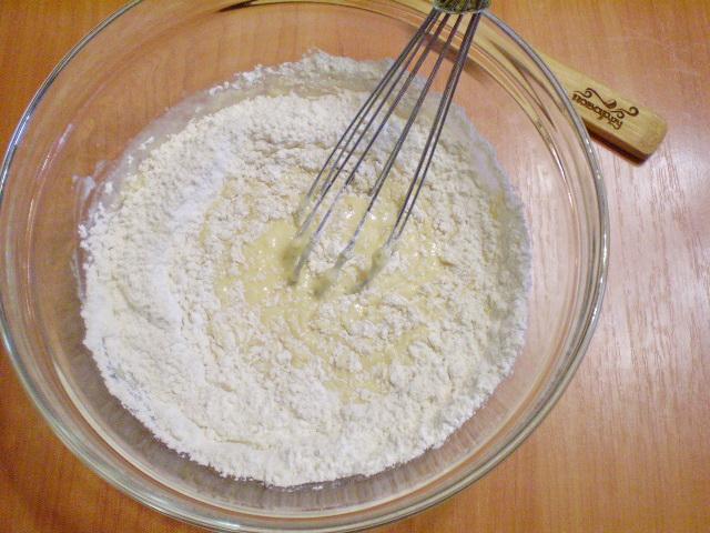 Блины на кислом кефире - фото шаг 2