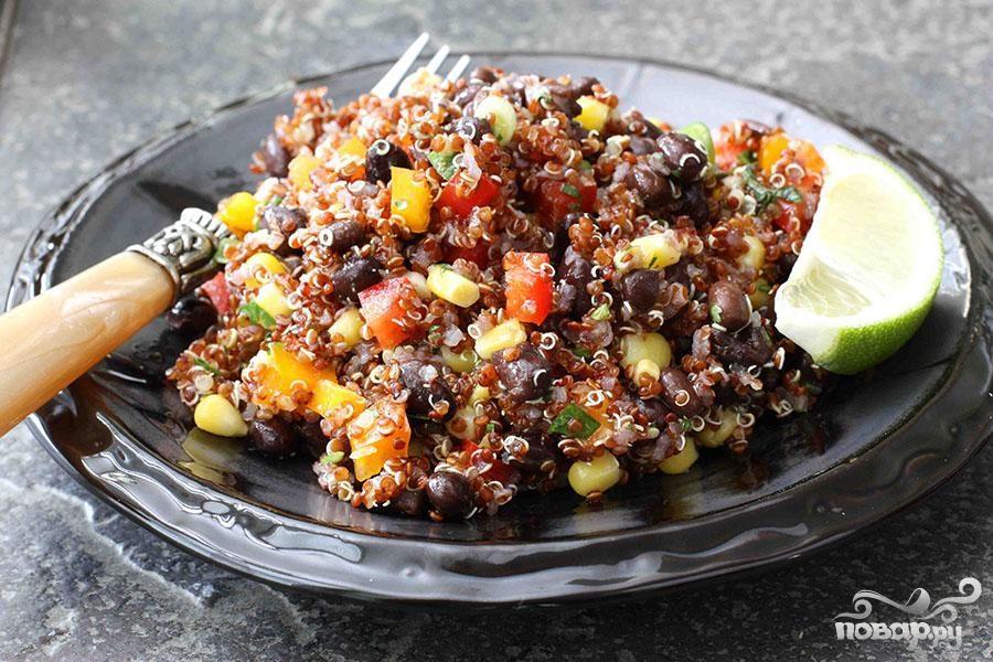 Салат с квиноа и фасолью