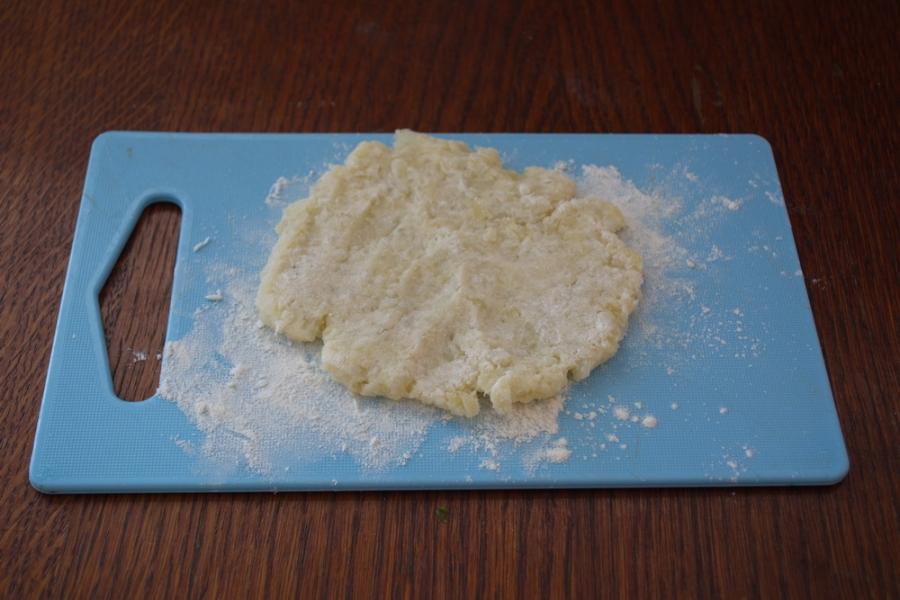 Картофельные котлеты с колбасой - фото шаг 10
