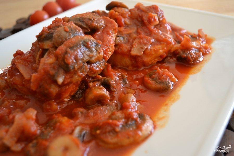 Рецепт Жареная свиная корейка с грибами и помидорами