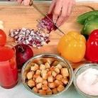 Рецепт Томатно-огуречный суп с чесночными гренками
