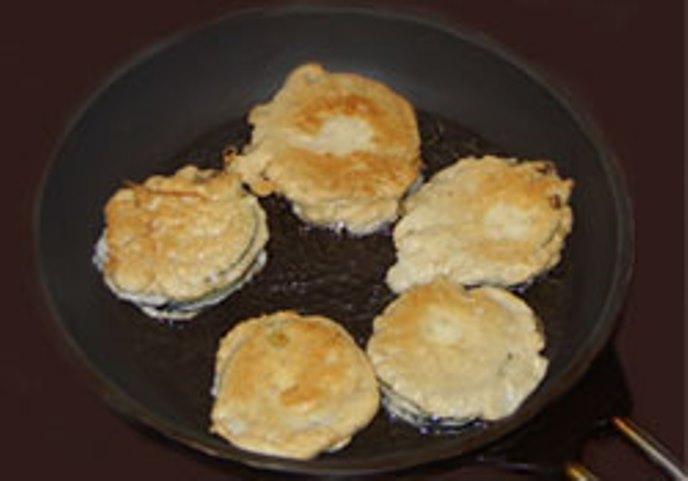 Баклажаны с мясом в кляре - фото шаг 4
