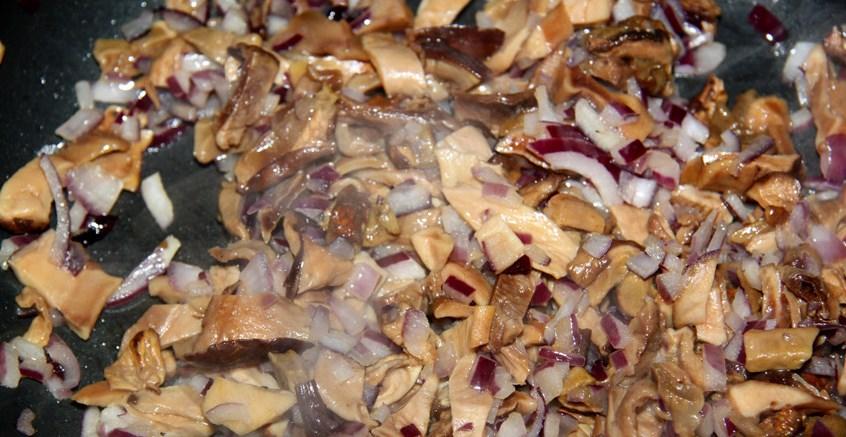Штрудель с курицей и грибами - фото шаг 3