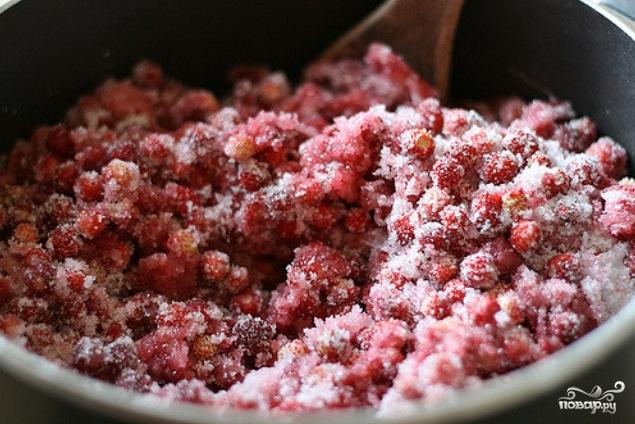 Земляничное варенье с целыми ягодами - фото шаг 4