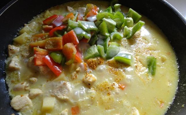 Куриное филе с соусом карри и овощами - фото шаг 7