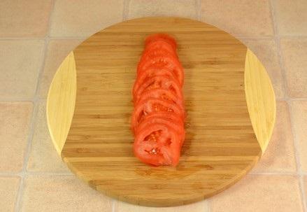 Котлеты в духовке с помидорами - фото шаг 6