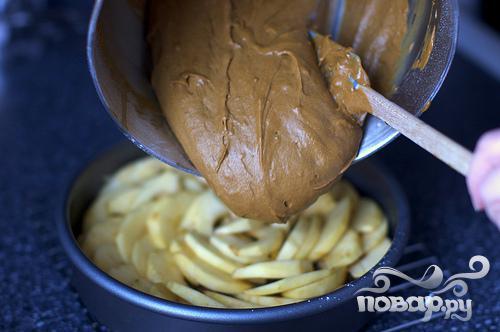 Перевернутый яблочный пирог с медом и имбирем - фото шаг 3