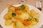 Тушеная картошка с морковью