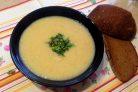 Фасолевый суп с приправой из петрушки