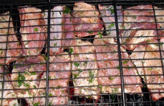 Ребрышки барбекю на мангале - фото шаг 5