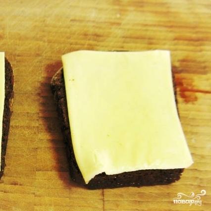 Рецепт Закуска из черного хлеба с сельдью