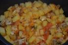 Тушеное мясо с картошкой в мультиварке Редмонд