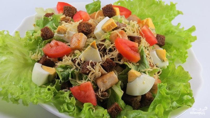 Салат из свинины и сухариков