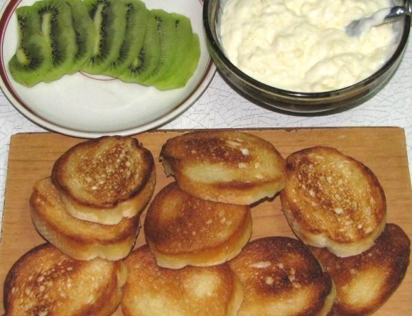Бутерброды с сыром и киви - фото шаг 3