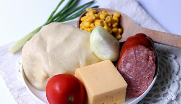 Рецепт Домашняя пицца с колбасой и сыром