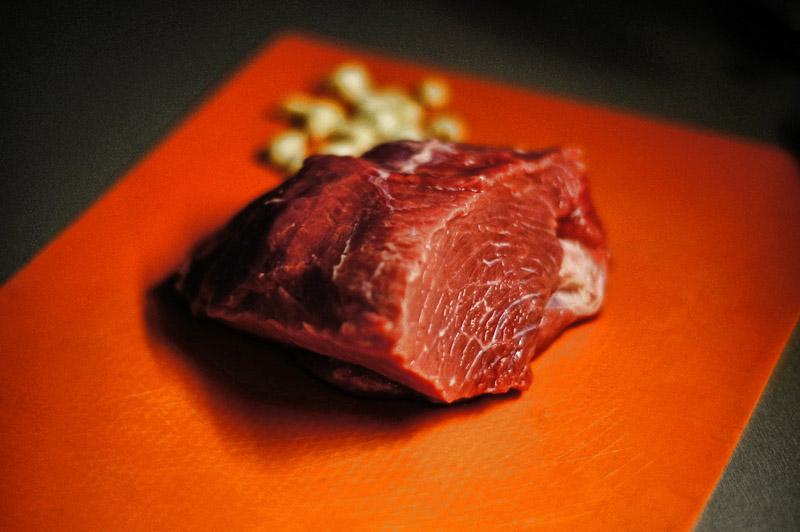 Рецепт Телятина с черносливом в духовке