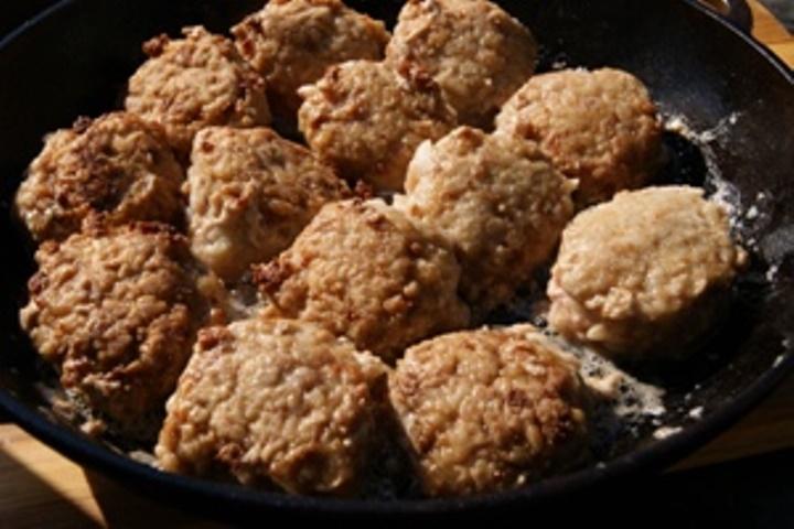 Ежики из куриного фарша с рисом тушеные