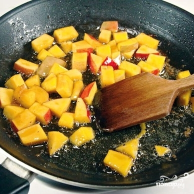 Теплый салат с манго и овощами - фото шаг 5