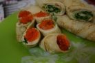 Блинные роллы со сливочным сыром и красной рыбой