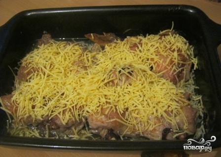 Курица в духовке с сыром и майонезом - фото шаг 6