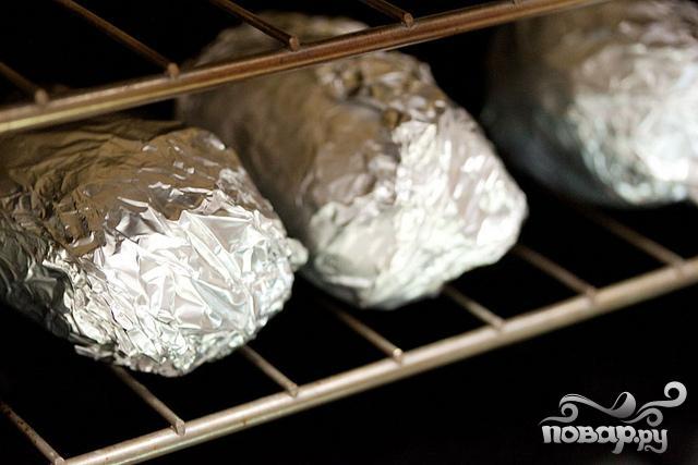 Запеченный картофель с луком, сыром и сметаной - фото шаг 1