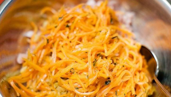Салат с копчёной курицей и морковью - фото шаг 3