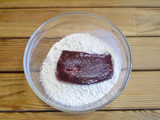 Жареная печень с луком - фото шаг 4