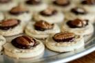 Печенье с кремом мокко и орехами