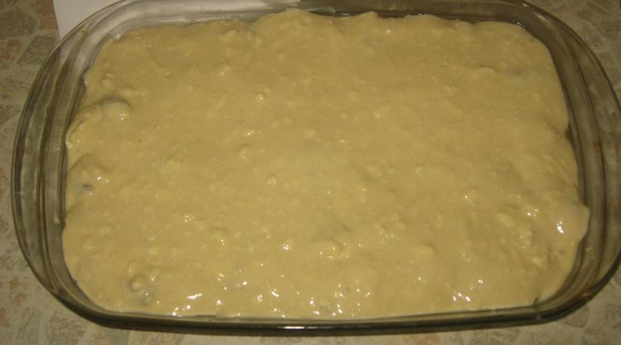 Заливной пирог на кефире с фаршем и капустой с фото