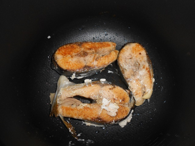 Рыба в мультиварке со сметаной - фото шаг 3