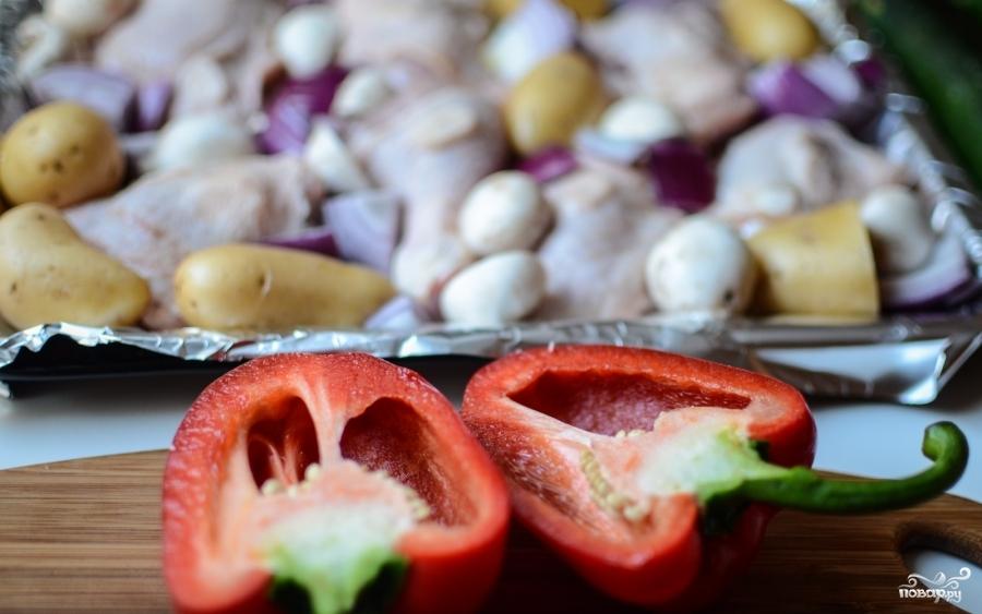 Курица, запеченная с овощами в духовке - фото шаг 2