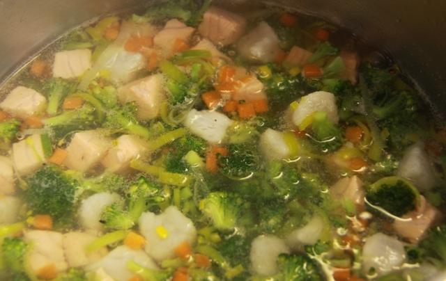 Суп из белой рыбы - фото шаг 2