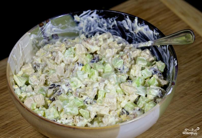 Салат новогодний с черносливом - фото шаг 9